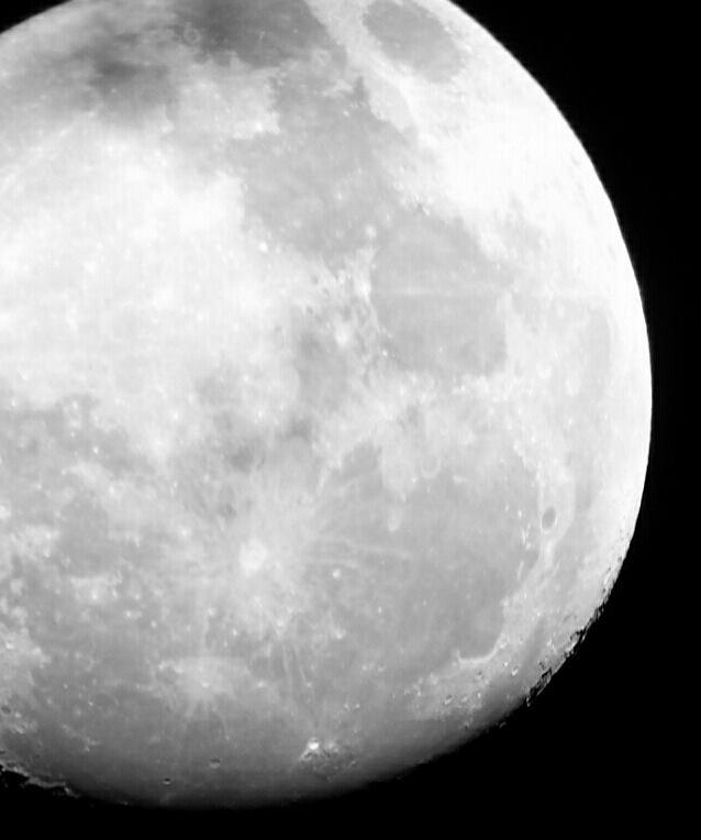 """Foto da Lua - O projeto """"De Olho no Céu de Teresina"""" é desenvolvido pelo IFPI-DIREX/THC/GSS. Crédito: Danilo Alefe."""