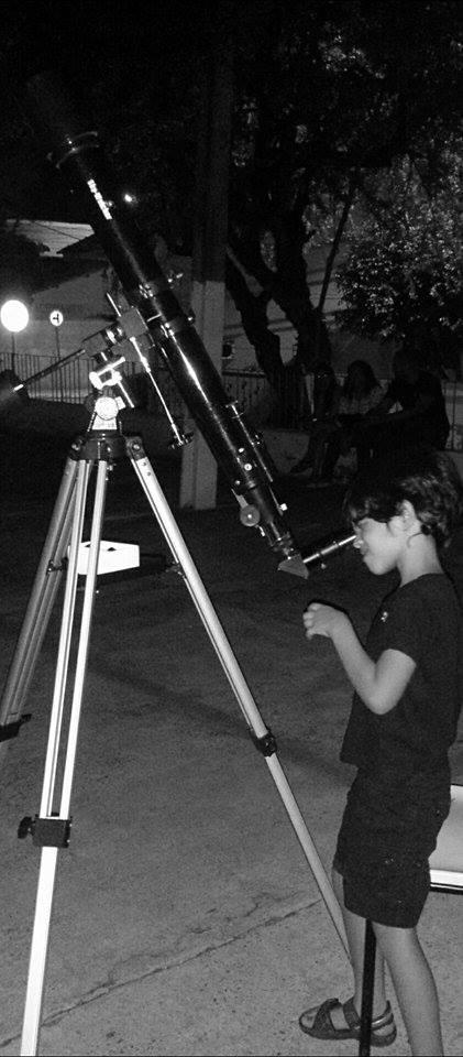 """Arthur Montenegro, fazendo observação - O projeto """"De Olho no Céu de Teresina"""" é desenvolvido pelo IFPI-DIREX/THC/GSS. Crédito: Danilo Alefe."""