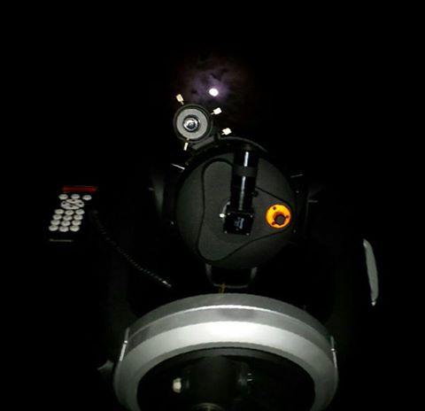 """Um dos Telescópios usados no projeto  e em segundo plano a Lua - O projeto """"De Olho no Céu de Teresina"""" é desenvolvido pelo IFPI-DIREX/THC/GSS. Crédito: Danilo Alefe."""